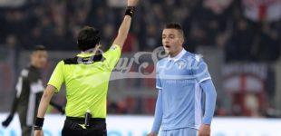 Lazio-Inter 1-3: disastroso arbitraggio di Di Bello, la Nord saluta Totti