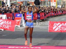 Podismo, Guye Adola e Gladys Cherono trionfano alla 43^ RomaOstia (FOTO)