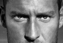 """Totti, compleanno al Colosseo per i 42 anni e l'uscita di """"Un Capitano"""""""